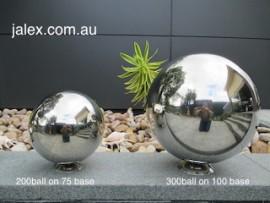 Ball Set 1x200 on 75mm base & 1x300 on 100mmBase